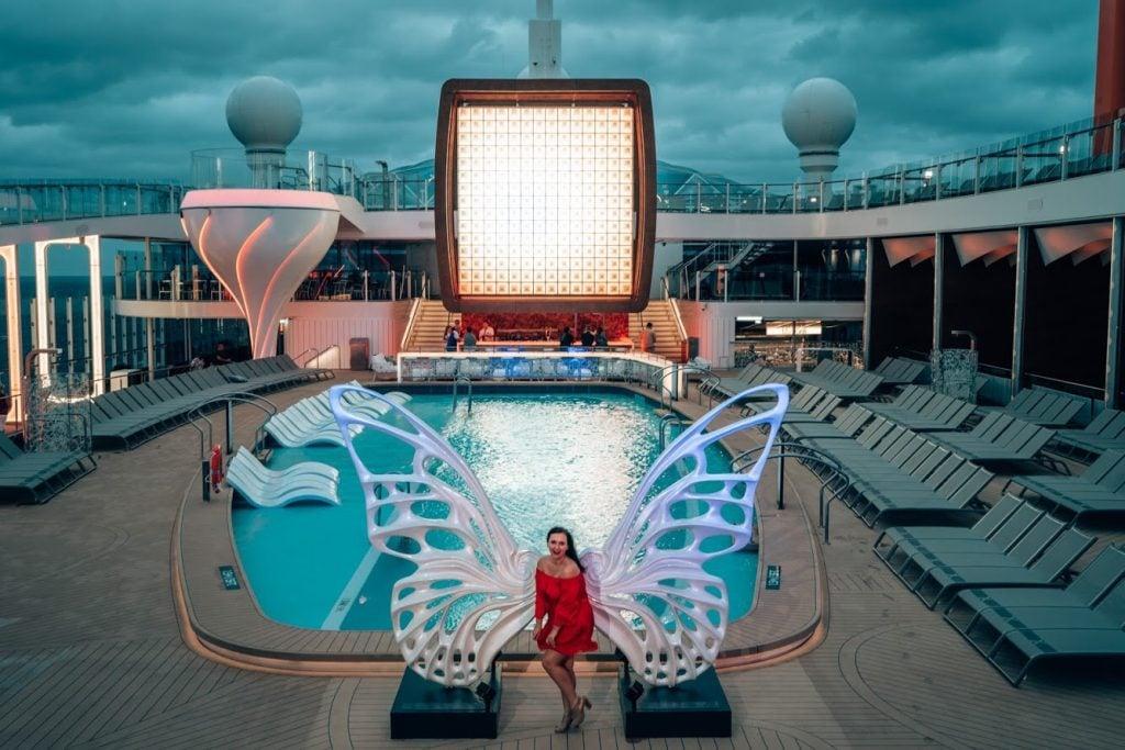 Celebrity-Edge-pool