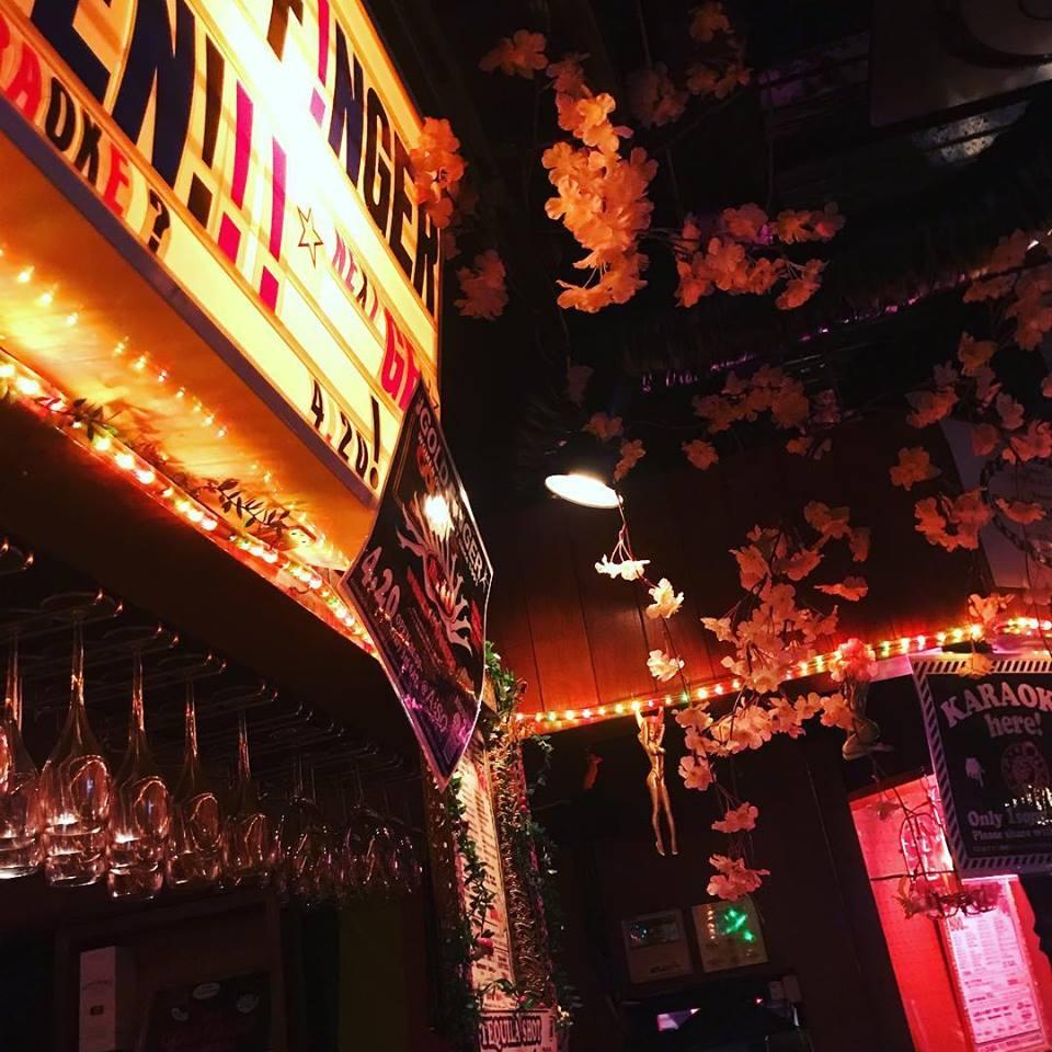 Tokyo-lesbian-bar