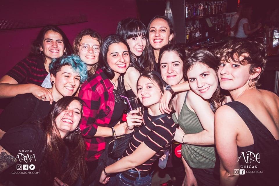 Aire-Chicas-barcelona-lesbian-bar