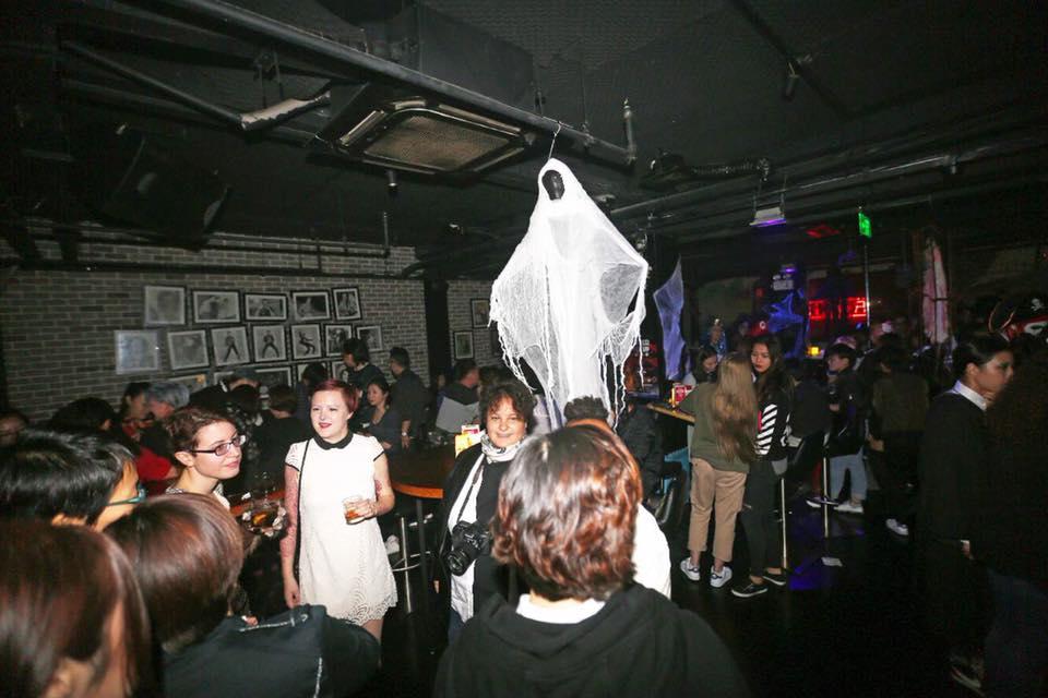 Roxie-lesbian-bar-china