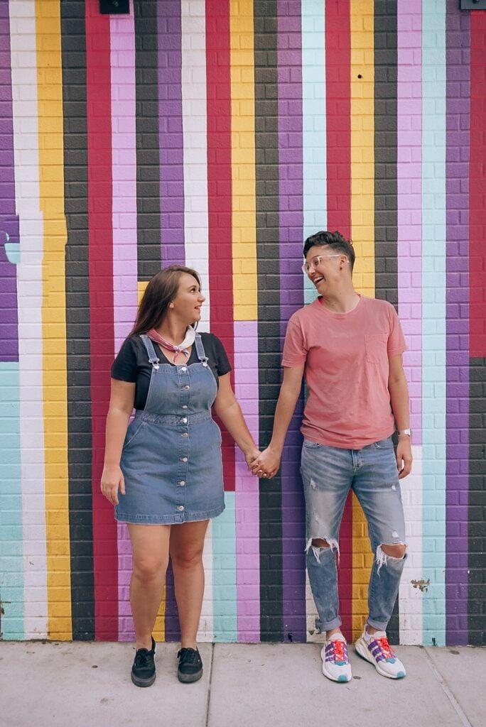 lesbian-couple-street-art